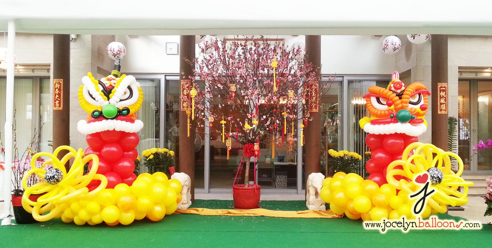 Twin balloon cny lion head jocelynballoons the leading balloon decoration company in singapore