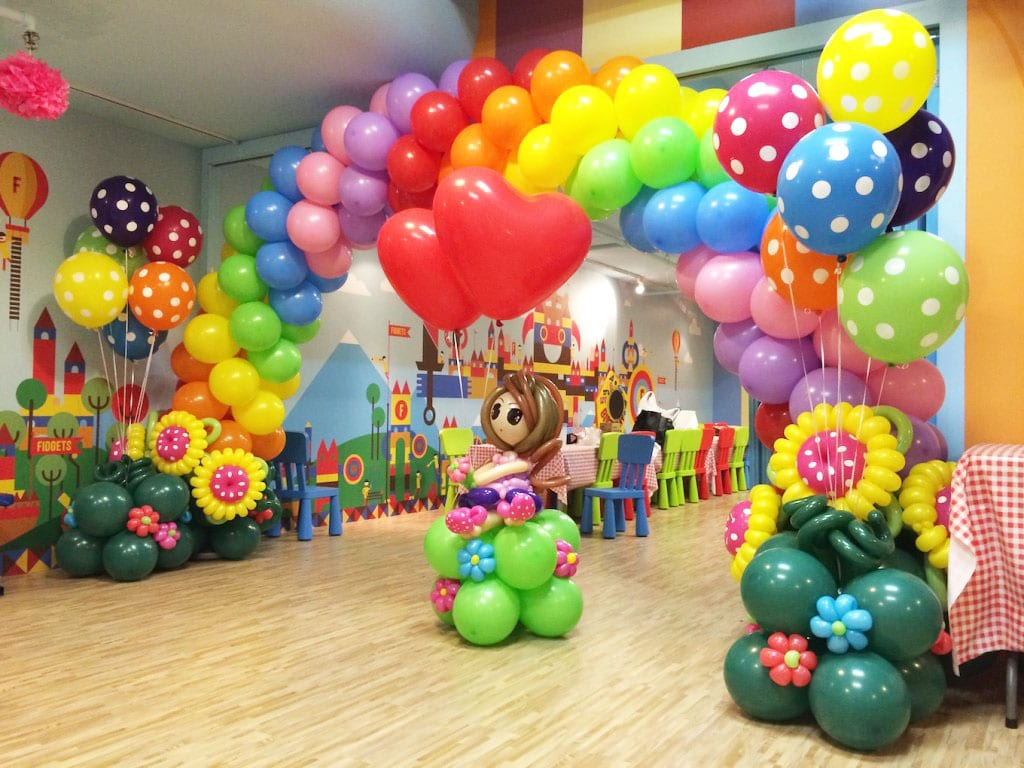 Wedding balloon decorations jocelynballoons the for Balloon decoration companies