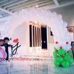 wedding white balloon arch