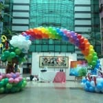 Balloon-Rainbow-Arch-with-parrots-and-cranes