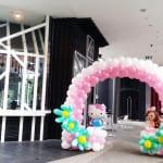 balloon arch hello kitty