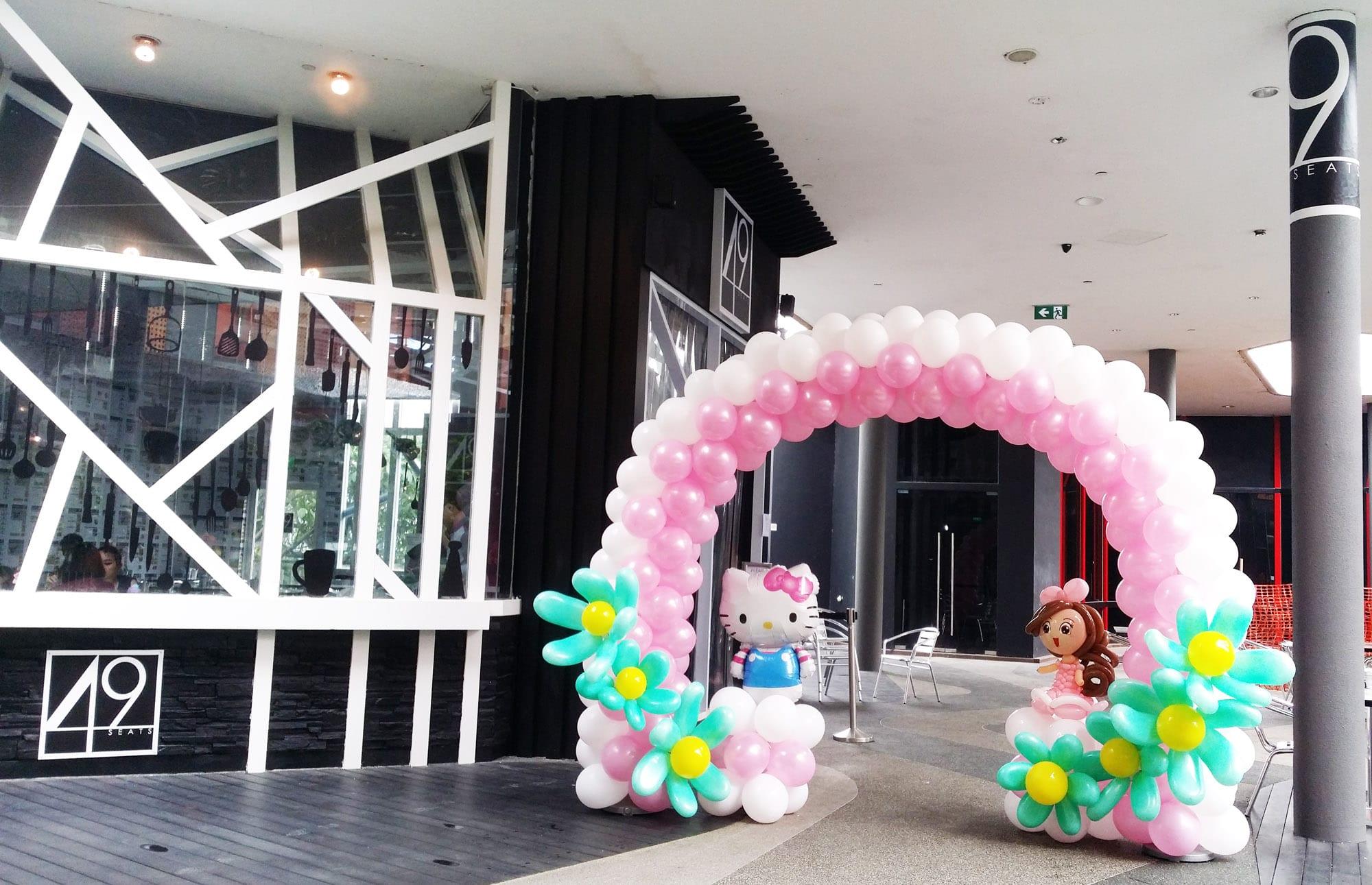 Balloon arch hello kitty jocelynballoons the leading for Decoration company