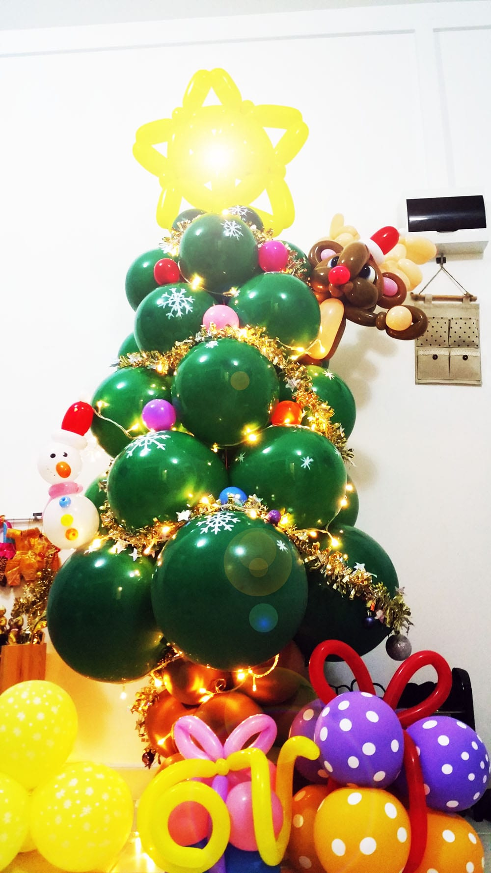 Balloon christmas tree jocelynballoons the leading balloon decoration company in singapore