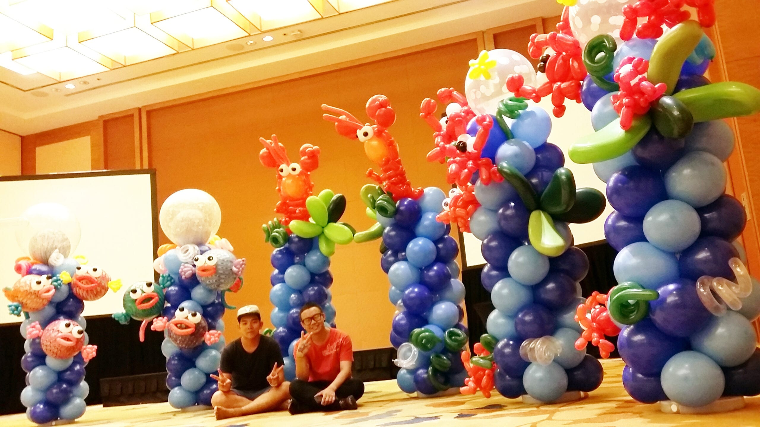 Balloon decoration underwater theme columns for Balloon decoration companies